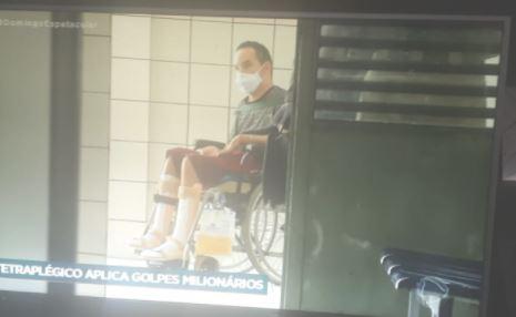 Jovem com deficiência aplicava golpes
