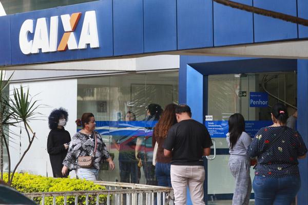 Caixa credita R$ 2,6 bi para 4 milhões de benefiários nascido em agosto -  Economia