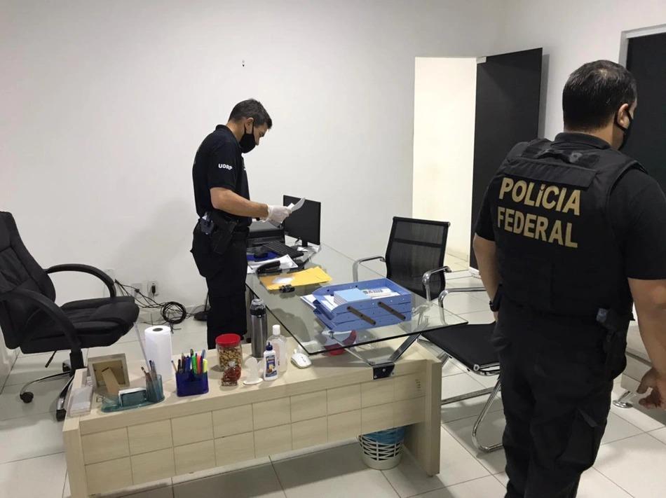 Policiais federais fazem buscas na Secretaria de Saúde de Pinheiro